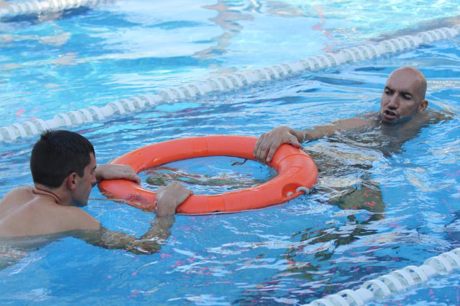 Curso de socorrista en piscinas e instalaciones acu ticas for Salvavidas para piscinas